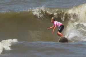 Contra os meninos, surfista Pâmella Mel conquista terceiro lugar