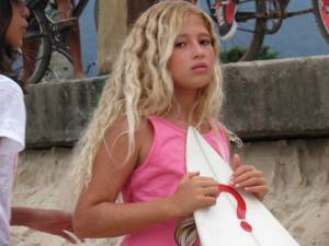 Jovem surfista perde tudo após enchente em Maresias