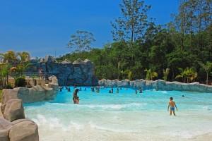 Carnaval no Magic City terá bailes temáticos e muita festa no parque aquático