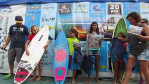 Pâmella Mel vence o Campeonato Sebastianense de Surf no fim de semana